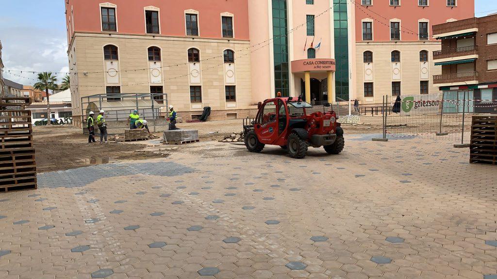 IMG-20210423-WA0008-1024x576 GONZALEZ SOTO Avanza en la rehabilitación de la plaza del Ayuntamiento de los Alcázares