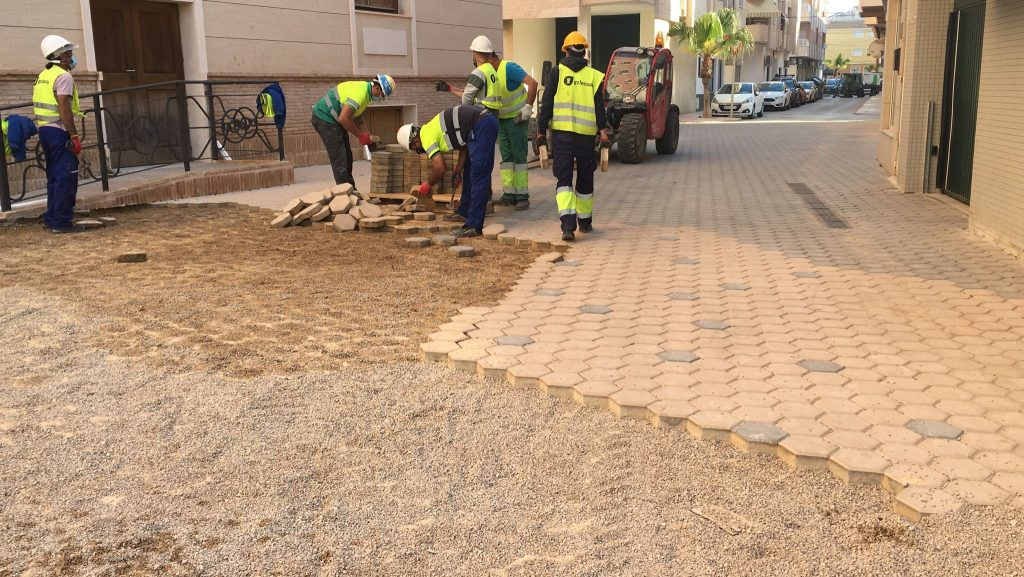 IMG-20210507-WA0001-1024x577 GONZALEZ SOTO Avanza en la rehabilitación de la plaza del Ayuntamiento de los Alcázares