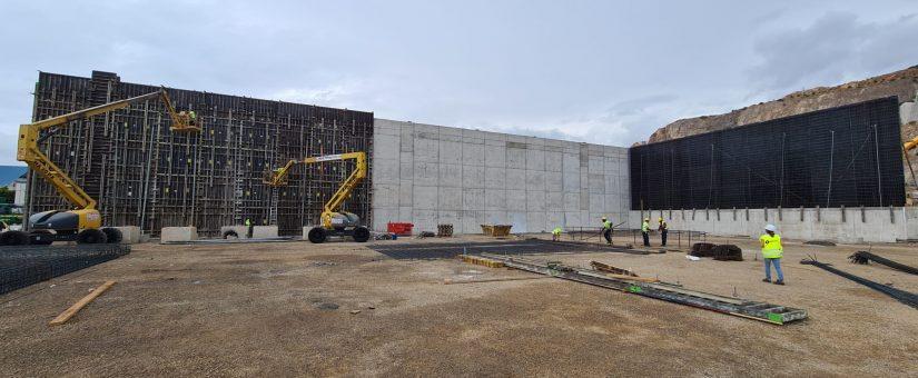 MUROS6-825x340 GONZALEZ SOTO inicia los trabajos de movimiento de tierras para la nave de graneles sólidos